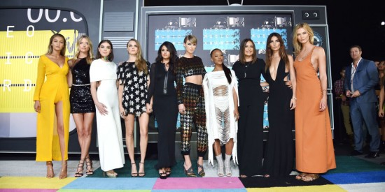 gallery-1440978968-hbz-vma-group-new